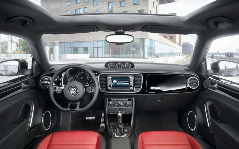 2012-Volkswagen-Beetle-turbo-dash-1024x640 (1)