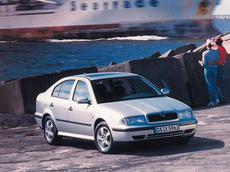 Работа надSkoda Octavia началась в1992 году. Такими образом эта модель стала первой, целиком разработанной врамках концерна VW. Автомобиль базировался наагрегатной базе Volkswagen Golf третьего поколения. Внешность разработал Дирк ванн Брейкель (нынешний дизайнер Bentley), ведущим проекта выступал чешский инженер Дрболав. Модель дебютировала в1997 году ивыпускалась до2004 года.