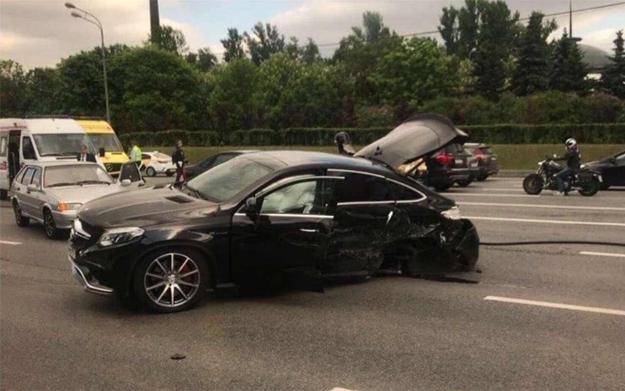 Массовая авария наспецтрассе: столкнулись 6автомобилей искорая— фото 872709