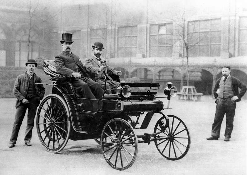Ввезенный вВеликобританию германский автомобиль Canstatt-Daimler, участвовавший впервом Emancipation run 1896 года