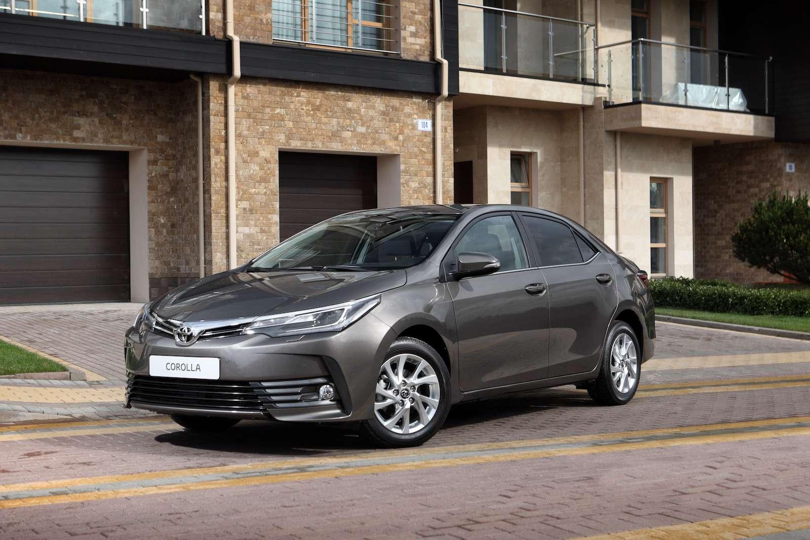 Toyota представила обновленный седан Corolla— фото 599052