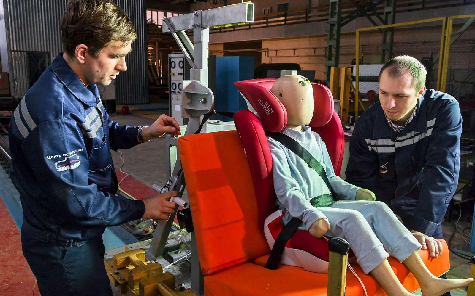 Спасти ребенка: краш-тест кресел ибустеров— фото 740385