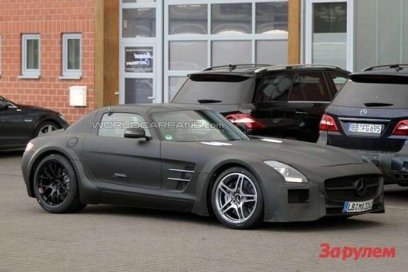 Mercedes-Benz SLS AMG Black Series test prototype side-front view