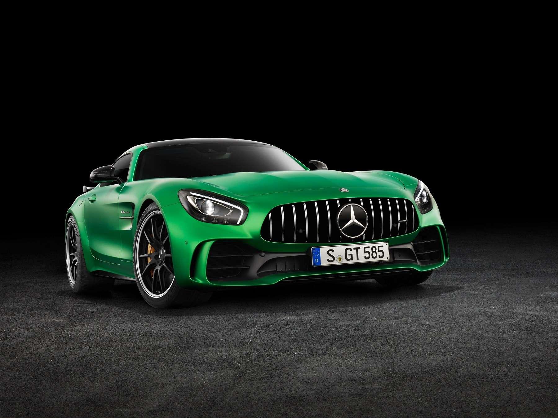 Начало великой охоты: Mercedes-AMG GTRсадится Porsche нахвост— фото 602218