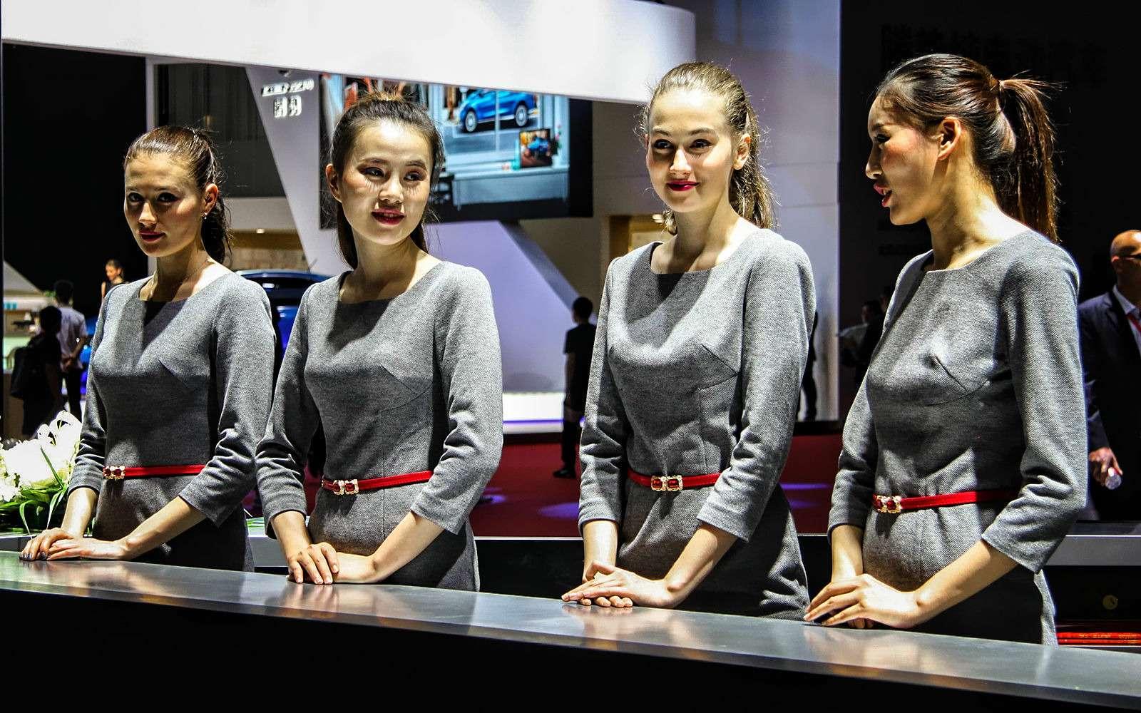 China inYour eyes: цепляющий взгляд девушек Шанхая— фото 739447