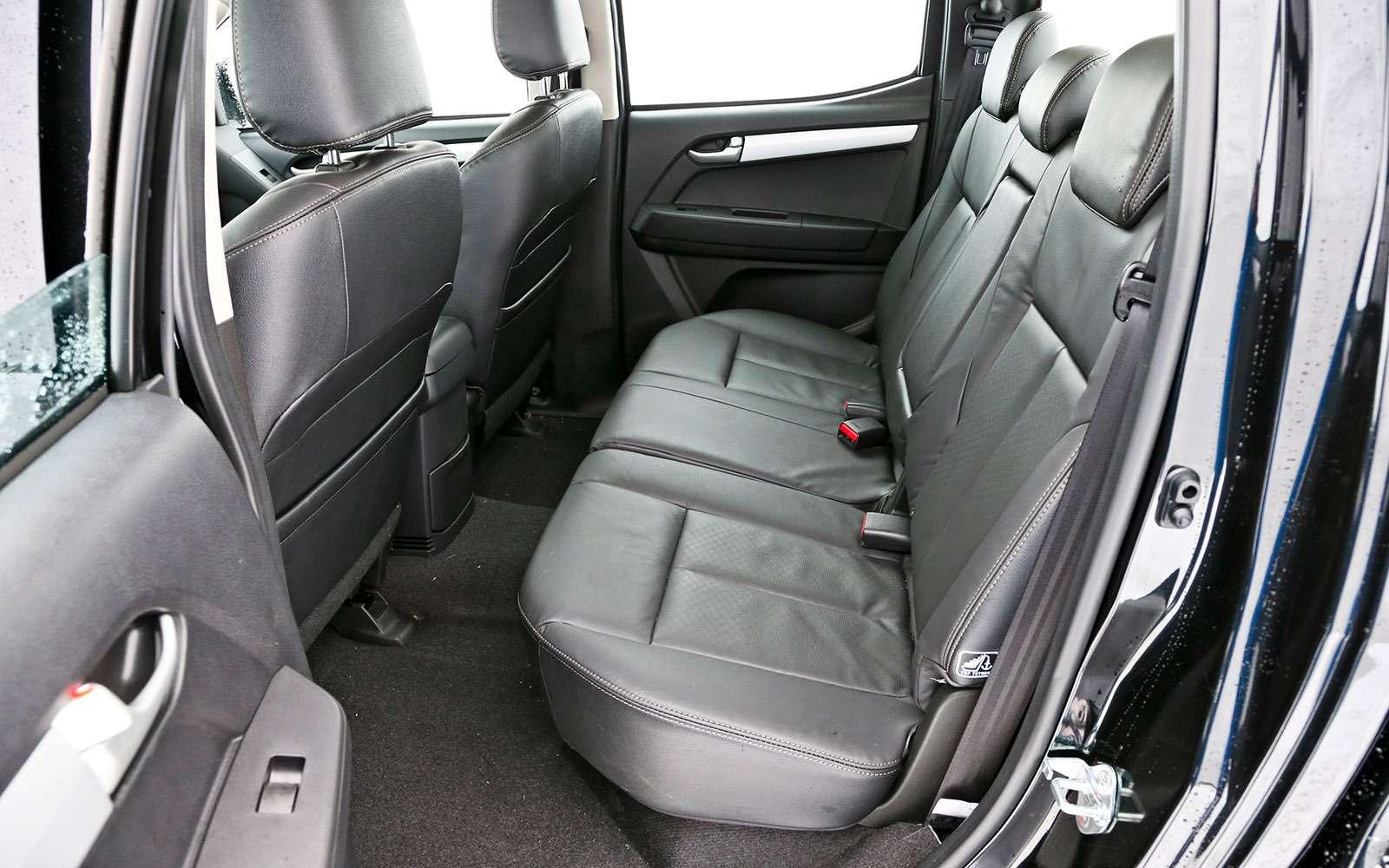 Пикапы Isuzu D-Max, Mitsubishi L200и Toyota Hilux: на«обортаж»!— фото 698426