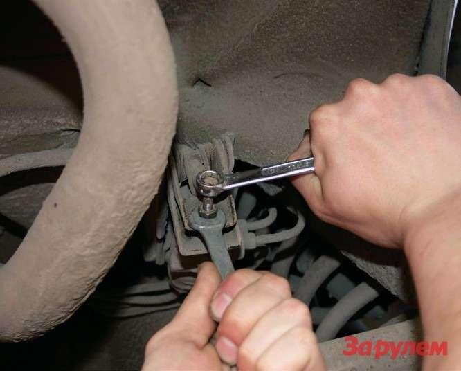 «Колдун»— предшественник ABS, позволяющий внекоторой степени предотвратить блокировку задних колес при торможении итем самым уменьшить вероятность заноса.