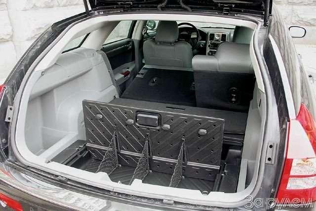 Chrysler 300C. Большой дорожный чемодан— фото 57091