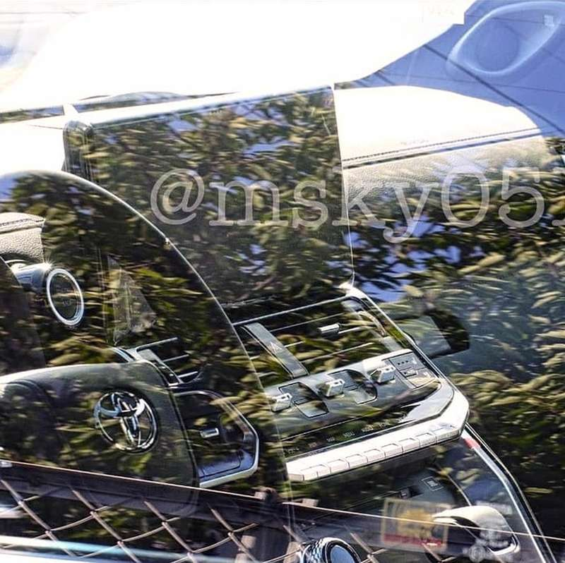 Первое фото салона нового Toyota Land Cruiser