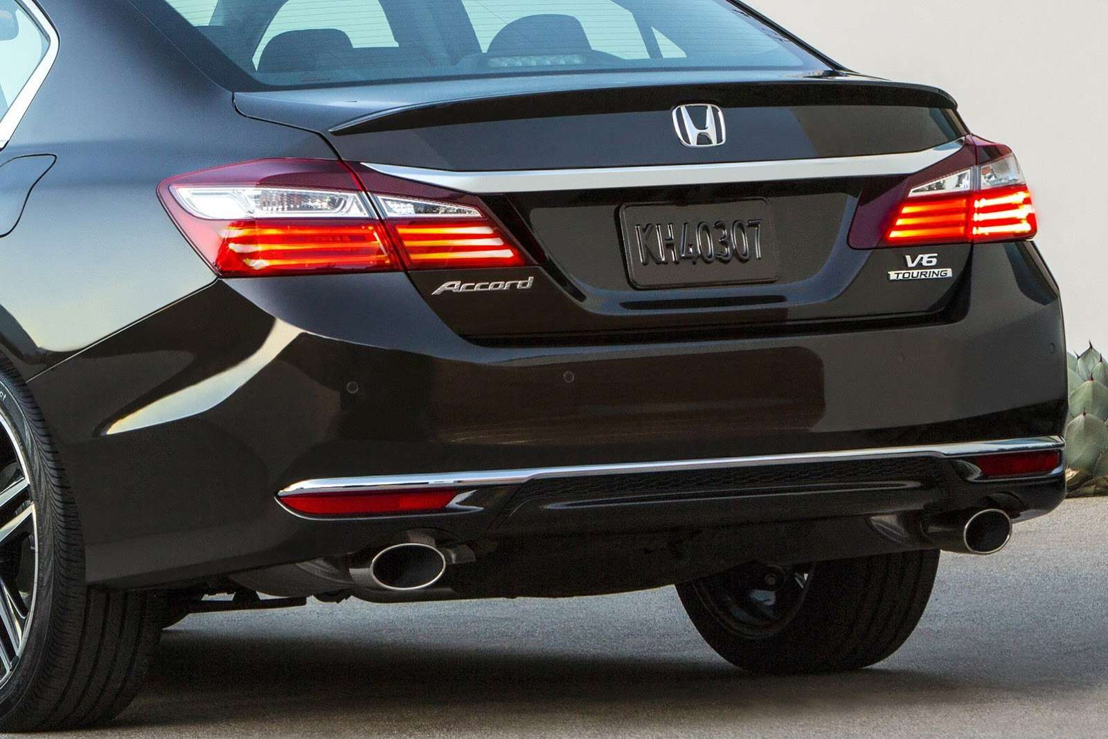 2016-Honda-Accord-VS-2015-9