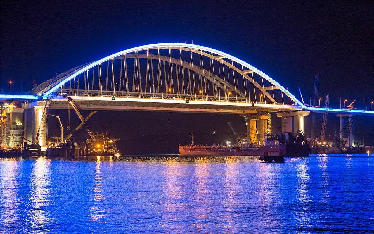 Полная иллюминация! НаКрымском мосту протестировали ночную подсветку— фото 866648