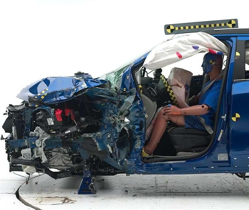 Opel Mokka прошел краш-тест смалым перекрытием вСША