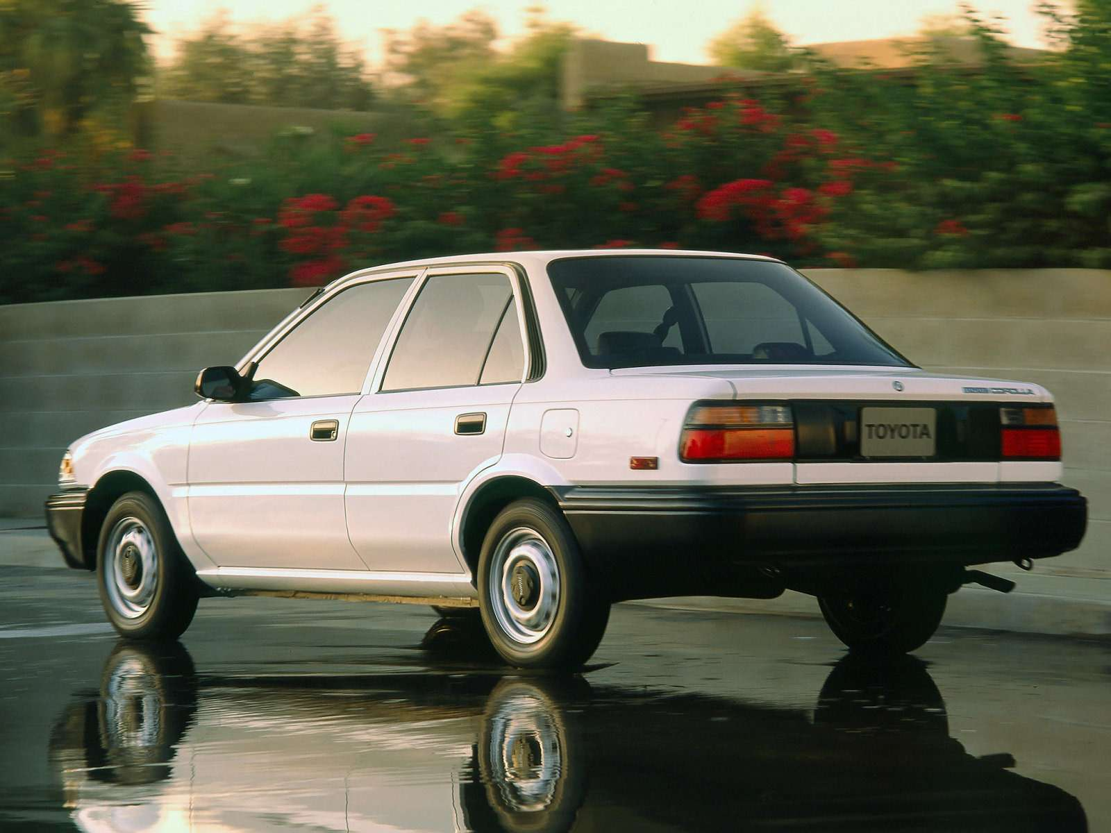 Toyota_Corolla_Sedan_1987_1