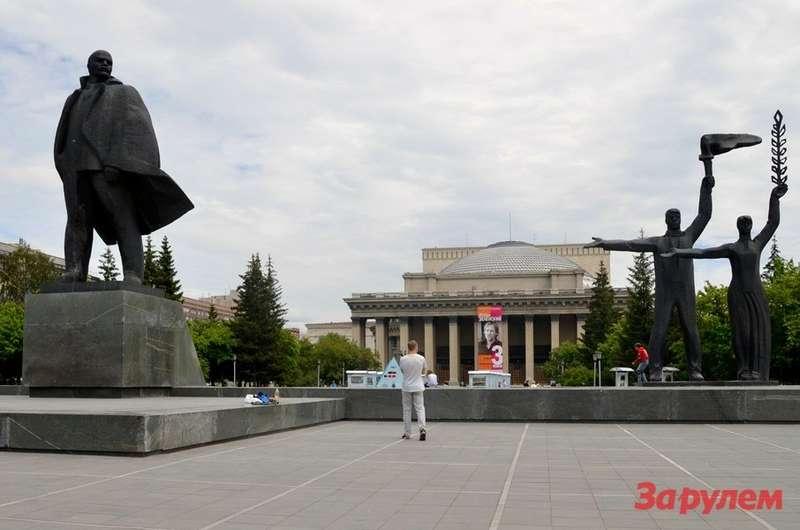 """Новосибирский театр оперы ибалета или """"Сибирский Колизей""""— самое большое театральное здание страны."""
