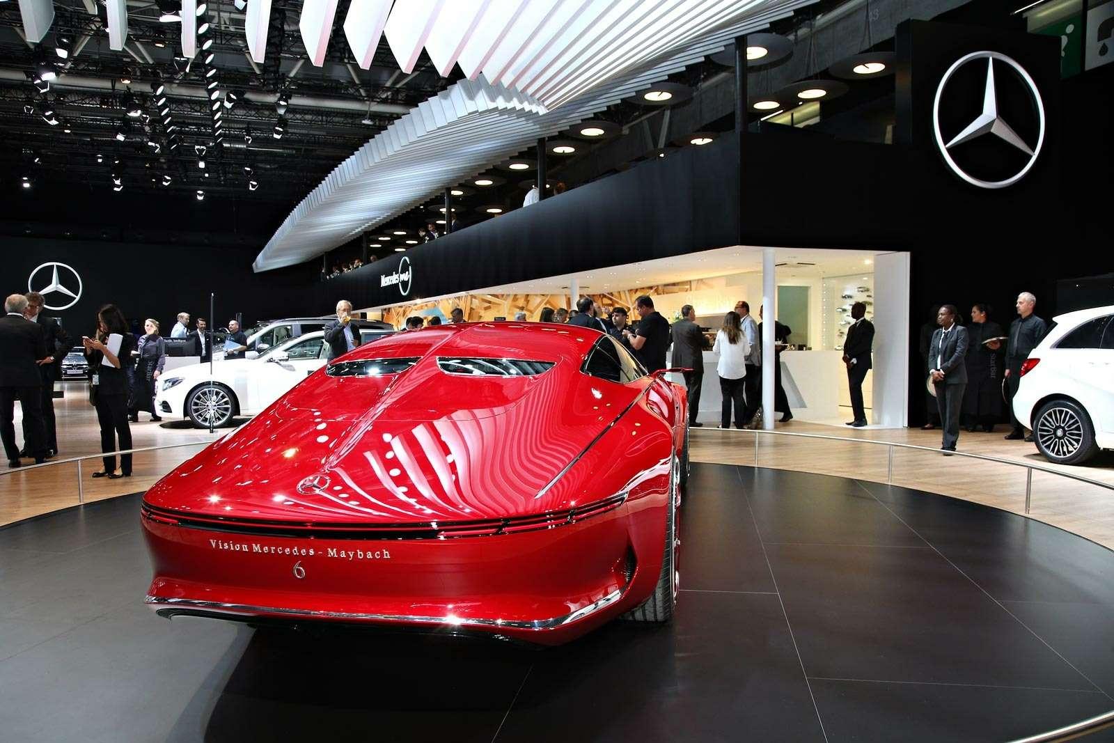 Самый красивый автомобиль Парижа: Vision Mercedes-Maybach 6завоевывает сердца— фото 643569