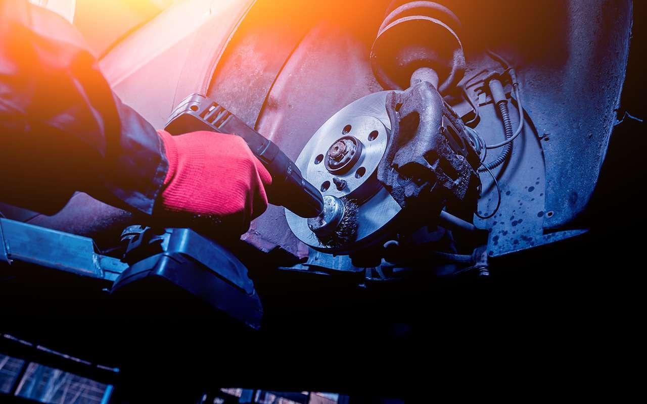 Каксамостоятельно оценить износ тормозных колодок идисков?— фото 834845