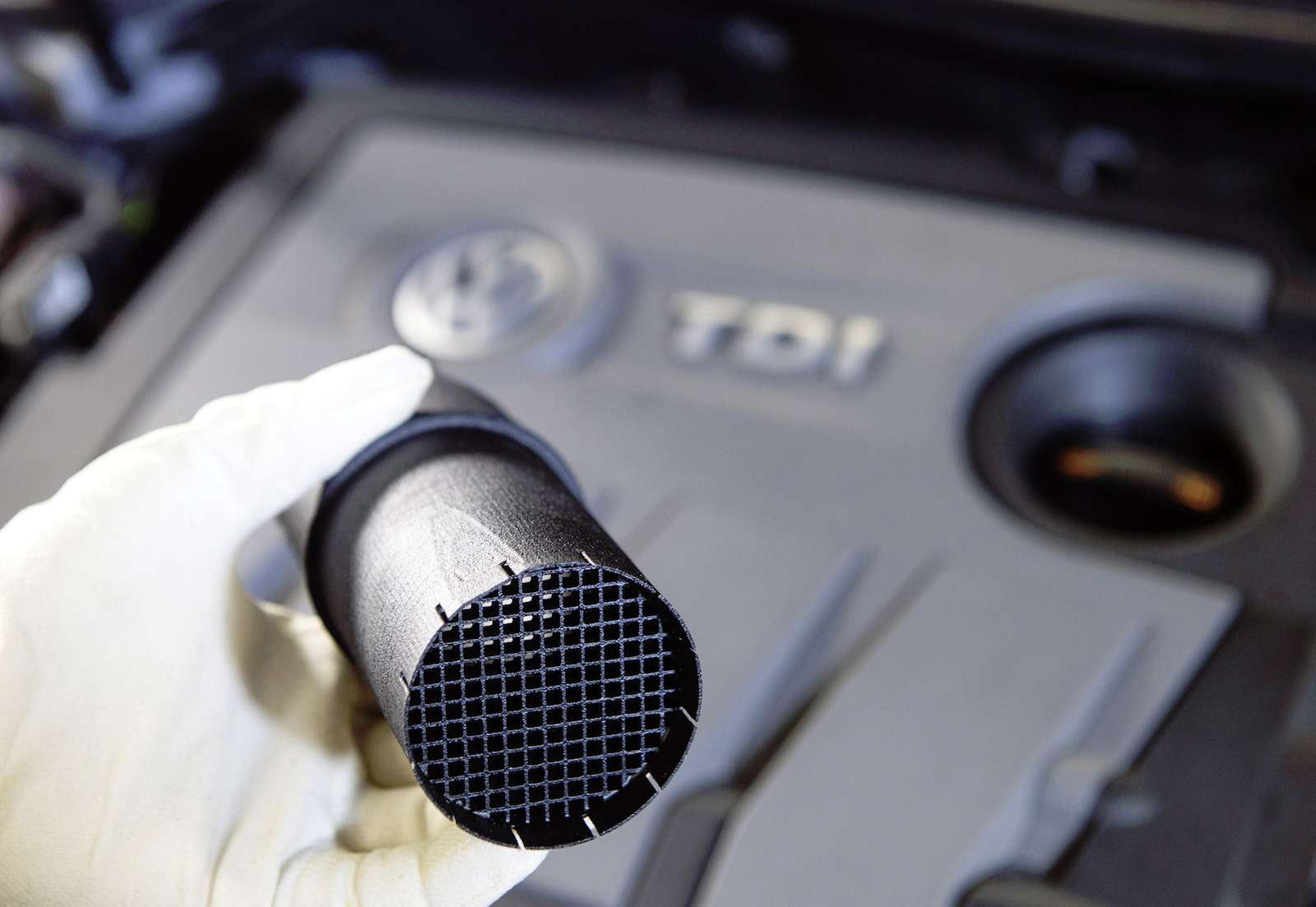 1.6TDI Motor ( EA189):  Strˆmungsgleichrichter (Einbau: Bild 1von 6)