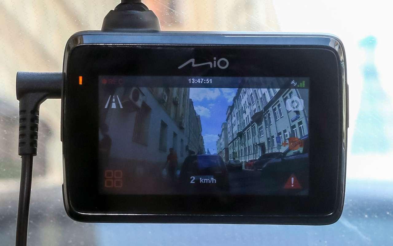 Видеорегистраторы срадар-детекторами «3в 1»: выбрали лучший— фото 1269493