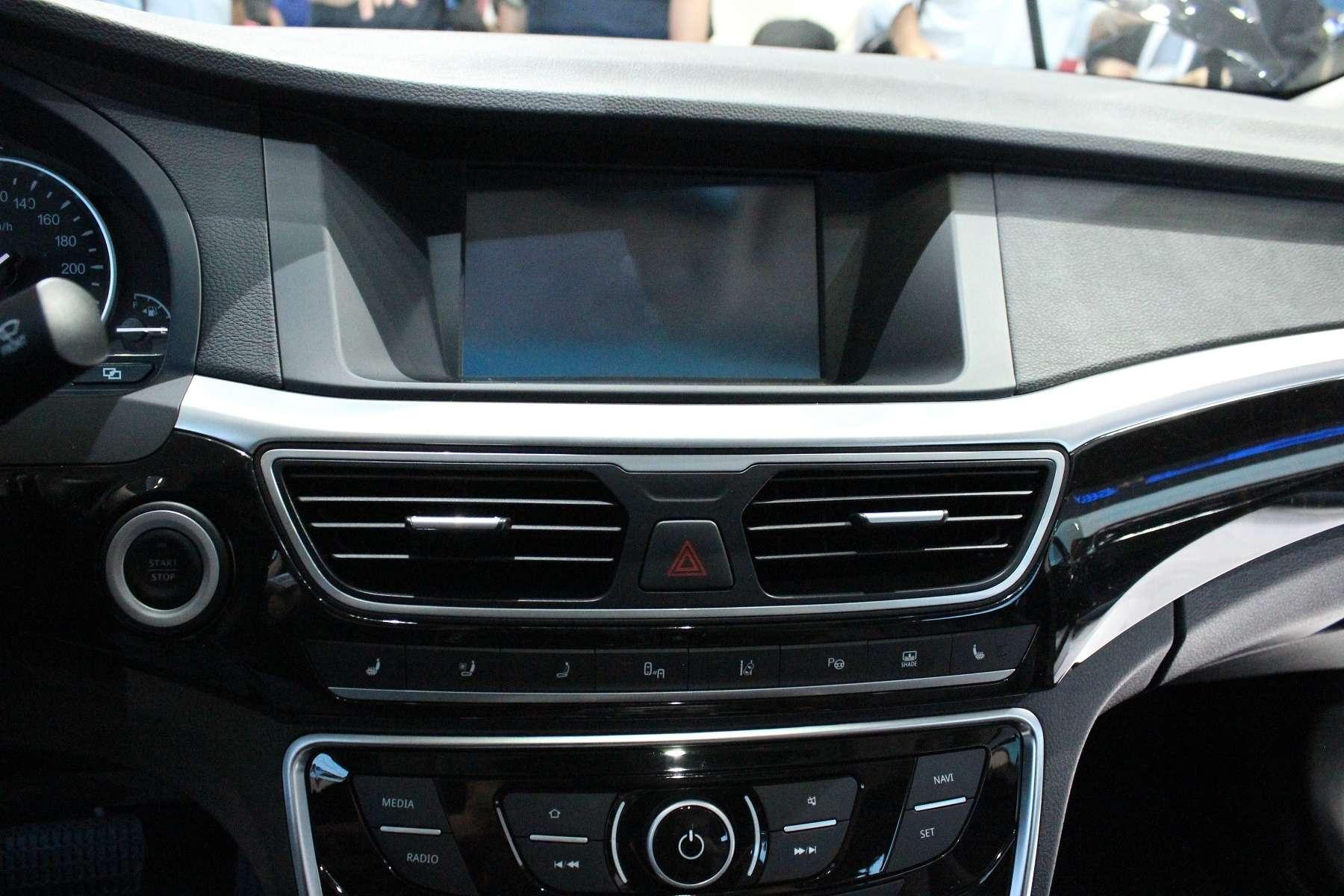 Великолепный странник: наМосковском мотор-шоу показали седан Geely Emgrand GT— фото 623941