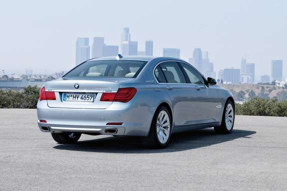 BMW7ActiveHybrid side-rear view