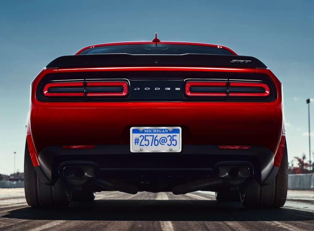 ПриНиксоне такого не было: Dodge Challenger SRT Demon представлен официально— фото 735600