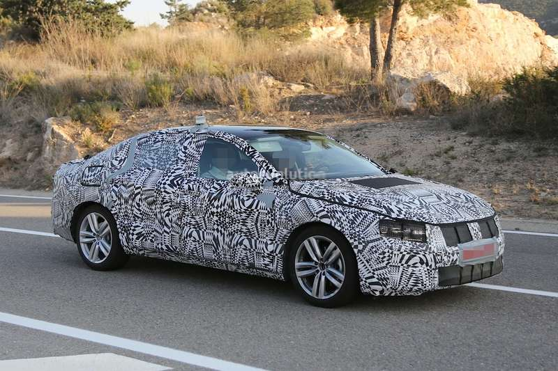 spyshots-new-vw-passat-headlights-and-taillights-revealed-1080p-2