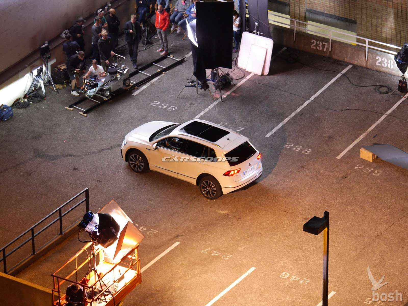 2017-VW-Tiguan-Carscoops2