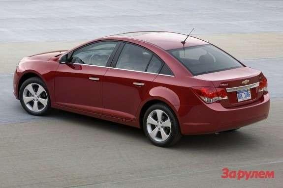 Chevrolet Cruze side-rear view