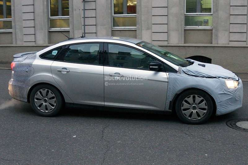 spyshots-2015-ford-focus-hatchback-sedan-and-estate-1080p-9_no_copyright