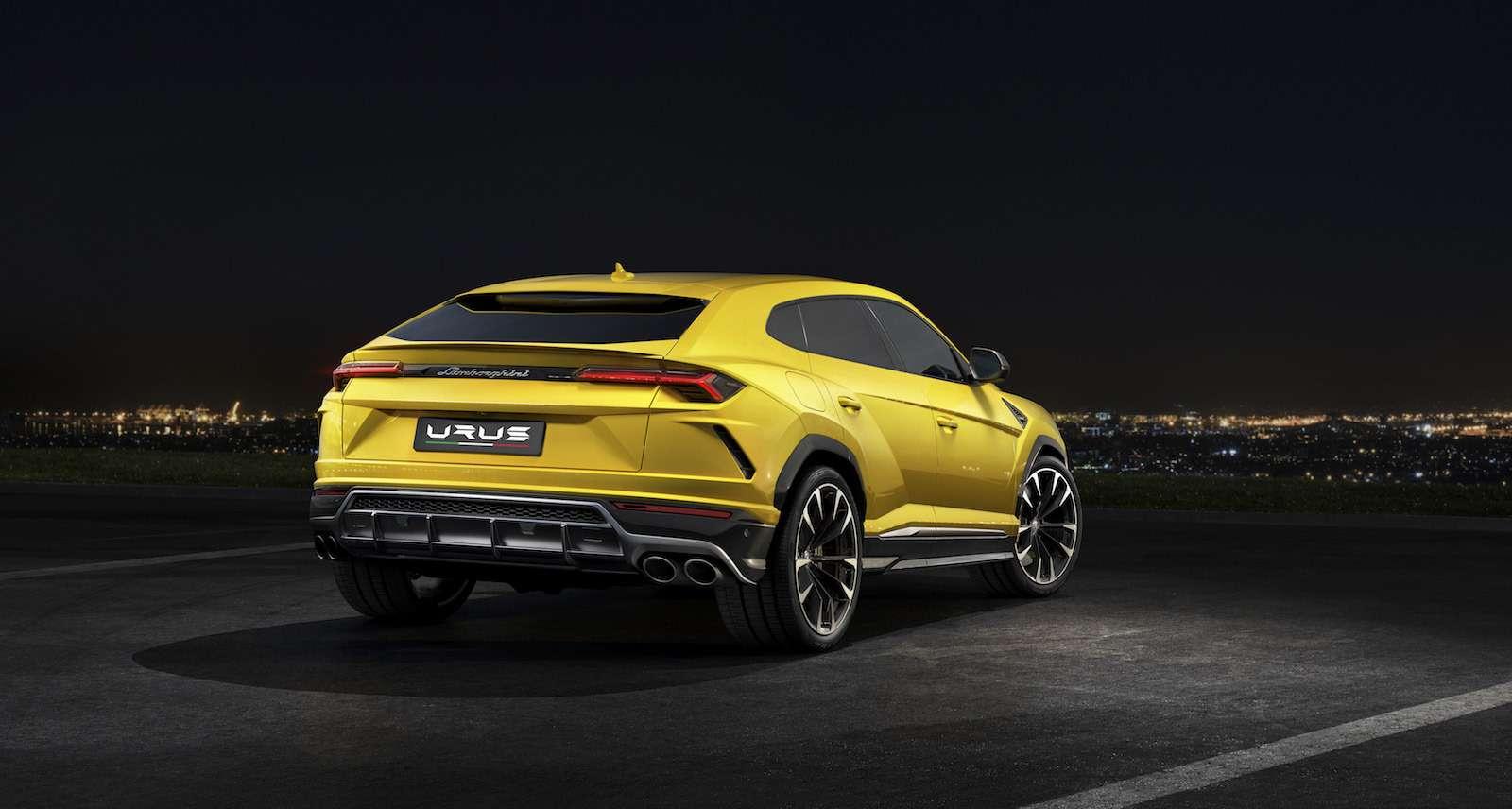 Lamborghini привезла вРоссию автомобиль, который небоится «лежачих полицейских»— фото 845502