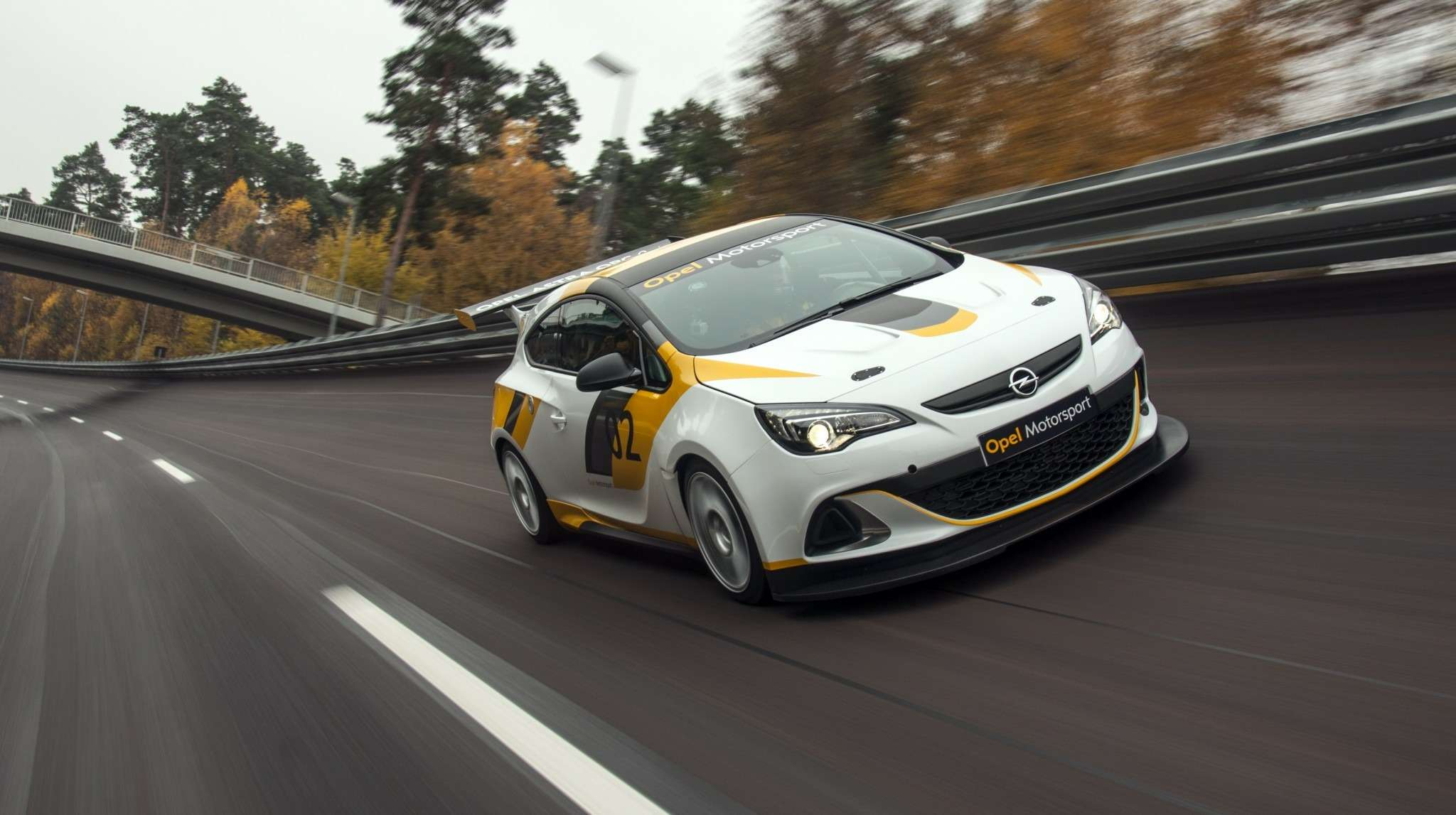 Opel-Astra-OPC_2_no_copyright