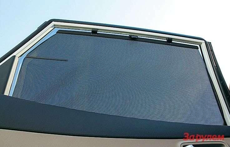 Hyundai Grand Santa FeОвысоком статусе модели говорит такой нюанс, как шторки набоковых окнах.