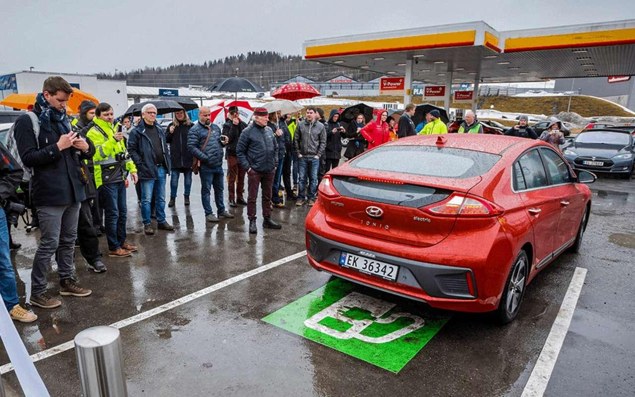 Дорого, хлопотно, нонадо: кто ипочему покупает электромобили вСеверной Европе— фото 1227941
