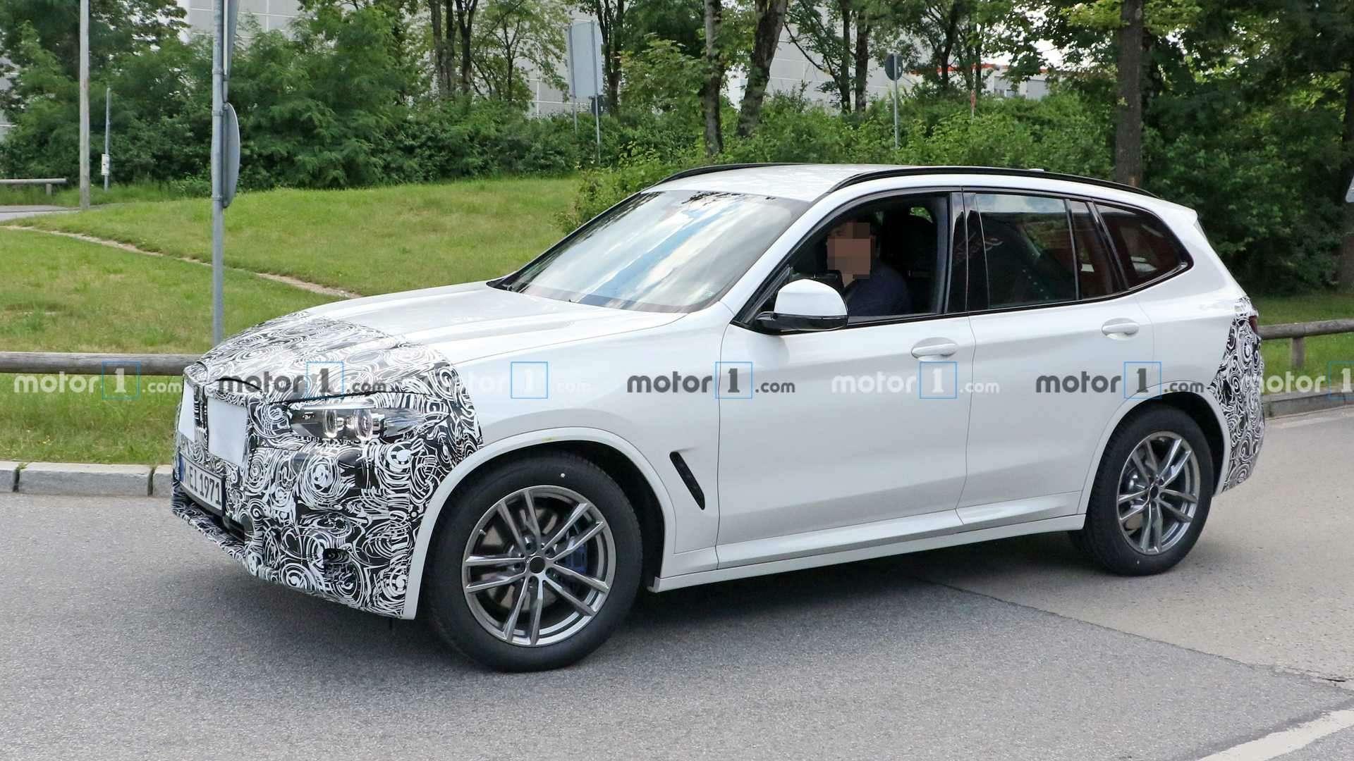 Огромных «ноздрей» не будет: обновленный BMW X3поймали фотошпионы— фото 1155246