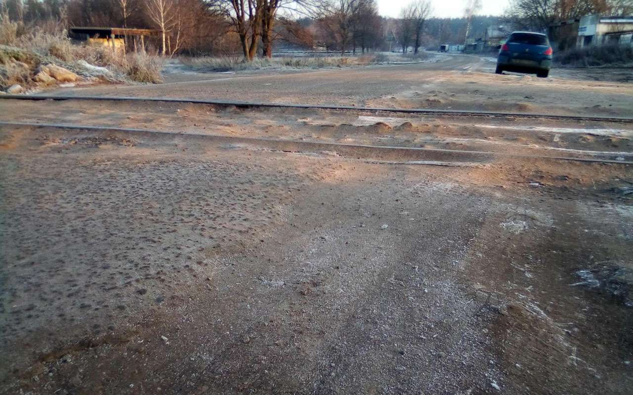 РЖДотрежет отцивилизации поселок вПодмосковье, закрыв ж/д переезд. Говорят, его несуществует!— фото 1009077