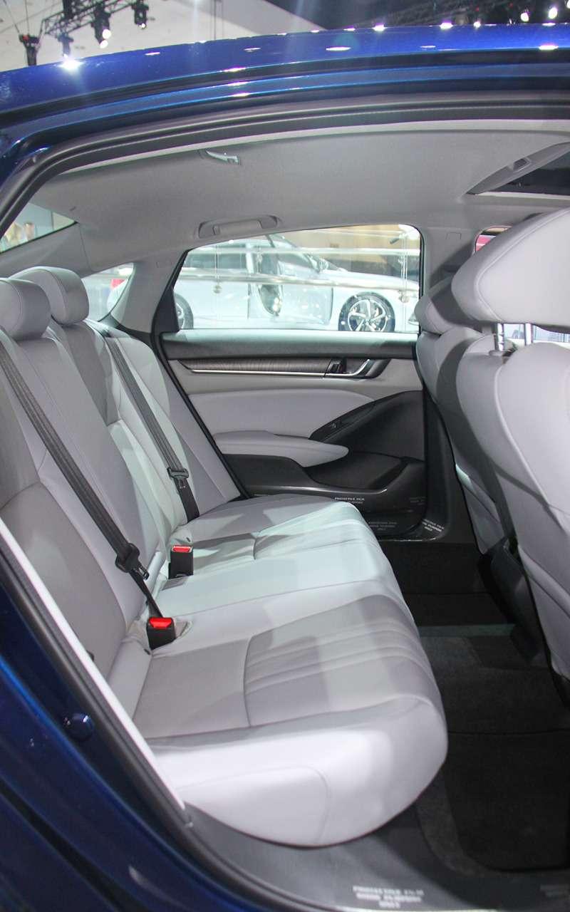 Новая Camry идругие премьеры автосалона вЛос-Анджелесе— фото 821817
