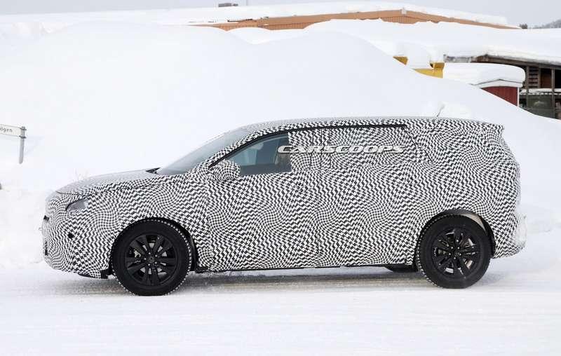 2017-Peugeot-5008-6