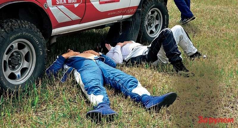 Хороши гонщики! Еще не проехали ниодного скоростного участка, ауже устали испят.