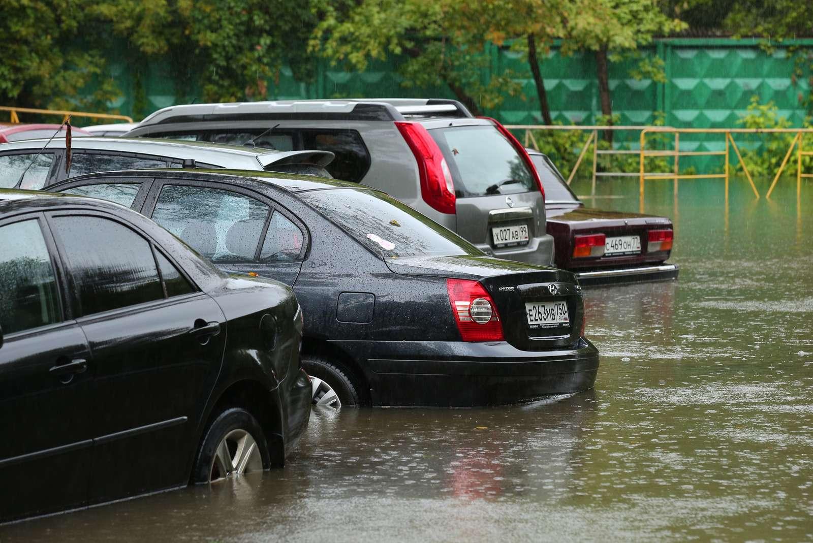 Москва поплыла: Яуза вышла изберегов, насеверо-востоке перекрыто движение— фото 619669