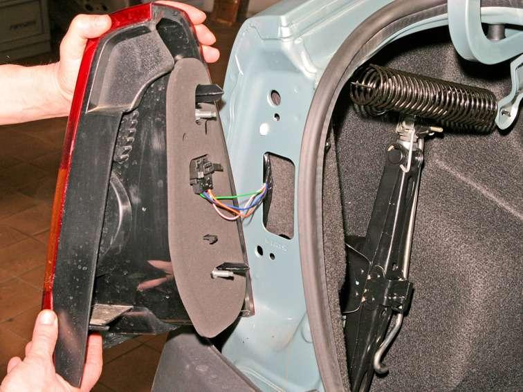 Как заменить лампочку заднего габарита на рено логан - Секрет мастера