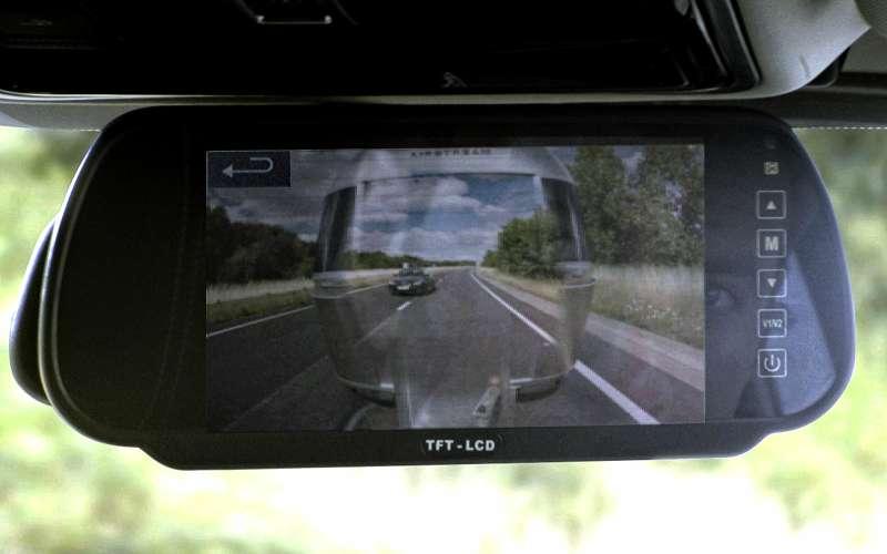 Прозрачный прицеп Land Rover.