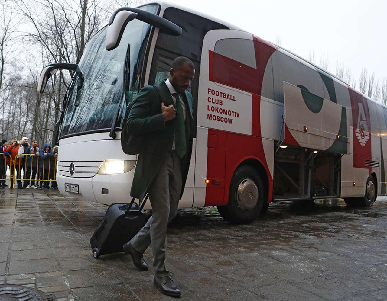 Mercedes, Setra, Volgabus...— накаких автобусах ездят наши футболисты— фото 929676