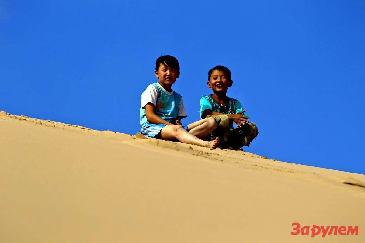 Дети втысячакилометровой песочнице чувствуют себя уютно