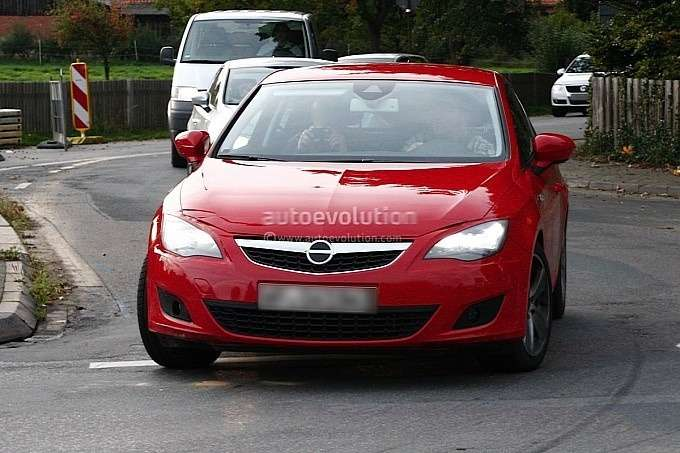New 3-door SEAT Leon test prototype front view_no_copyright