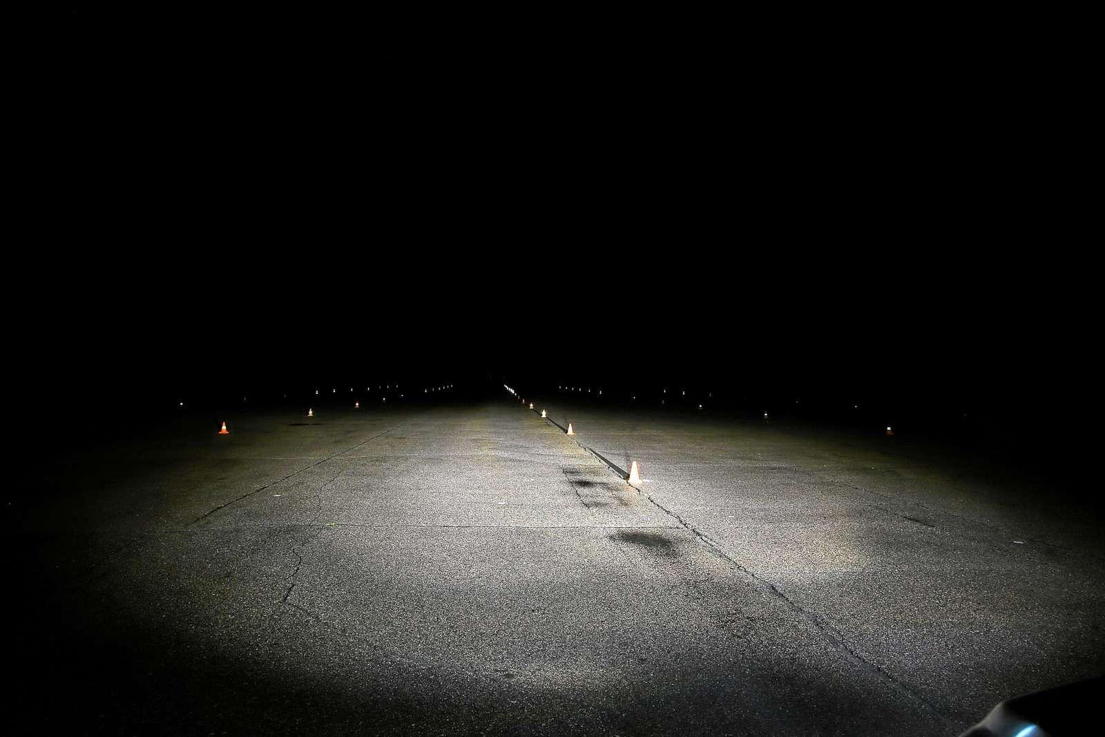 Супертест светодиодных фар: какая из10машин заглянет дальше?— фото 601216