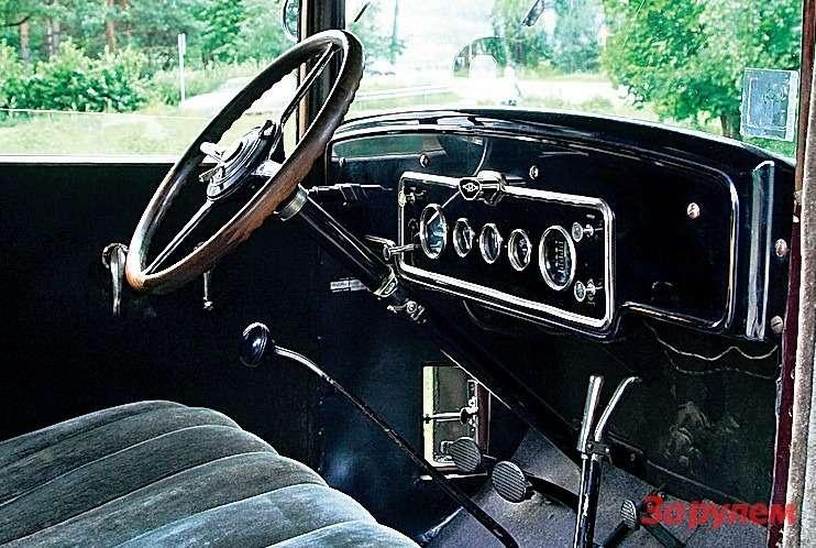 Лючок улевой ноги водителя— вентиляционный. Такой жеуправой ноги переднего пассажира.