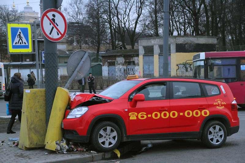 Московское такси: светерком ибез страховки