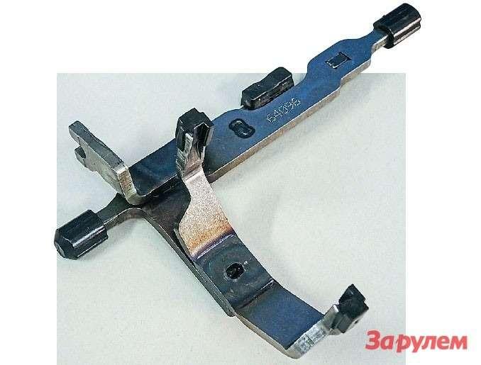 Пластиковые накладки навилках переключения передач быстрее изнашиваются при интенсивных разгонах иторможениях.