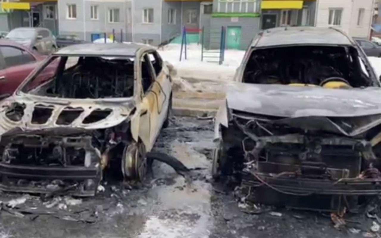 Мужчина из ревности спалил четыре автомобиля