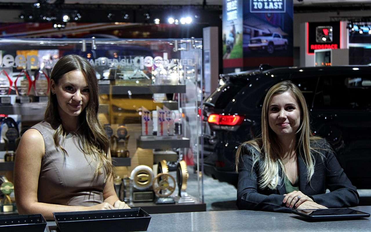 Лучшие девушки автосалона вЛос-Анджелесе 2017— фото 821867